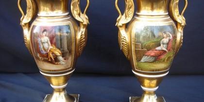 Coppia Vasi Impero dipinti a mano su entrambi i lati