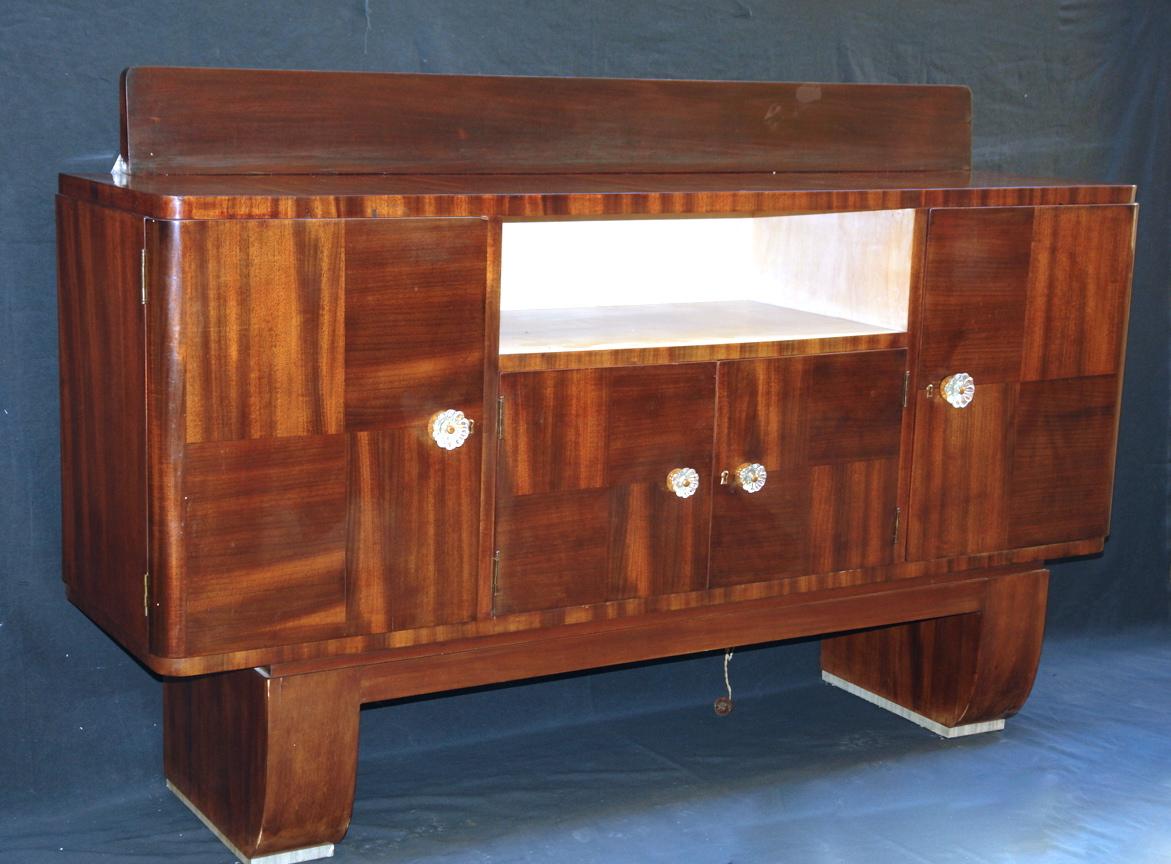 Credenza Con Bar : Credenza in legno bianco e marrone chiaro con cassetti ante